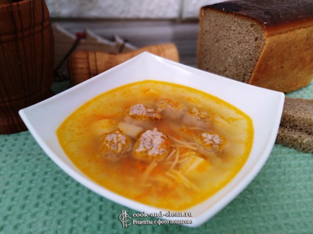 вермишелевый суп с фрикадельками