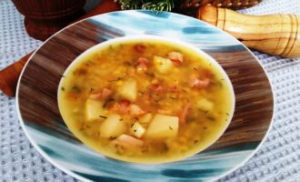 гороховый суп с куриным окорочком