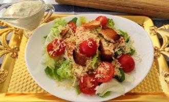 как приготовить салат Цезарь с креветками без яиц