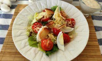 как приготовить салат Цезарь с креветками и сыром