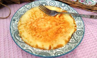 как приготовить сладкий омлет с молоком на сковороде