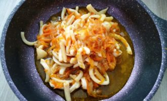 кальмары с овощами на сковороде пошаговый рецепт