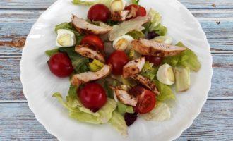 классический салат Цезарь с курицей пошагово