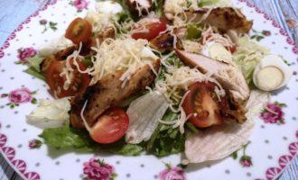 рецепт приготовления салата Цезарь с курицей пошаговый рецепт