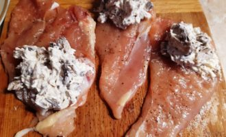 рулет куриный с грибами и сыром рецепт