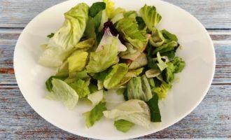 салат Цезарь с креветками без яиц рецепт