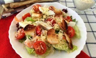 салат Цезарь с креветками в домашних условиях
