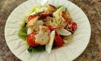 салат Цезарь с креветками и сыром пошаговый