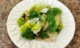 салат Цезарь с креветками и сыром рецепт