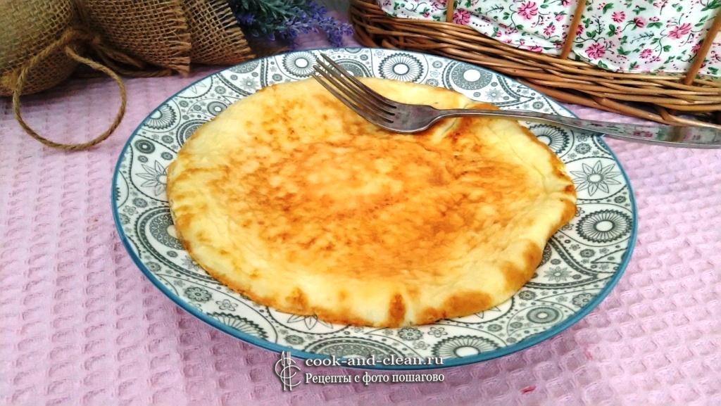 сладкий омлет с молоком на сковороде