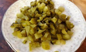 солянка с копченостями и лимоном
