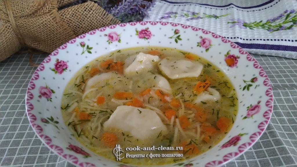суп с пельменями и вермишелью