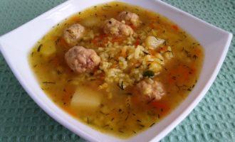 суп с фрикадельками из фарша с рисом