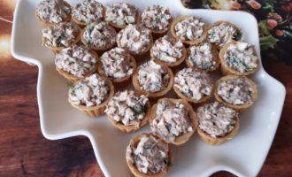 Тарталетки с тунцом консервированным и яйцом