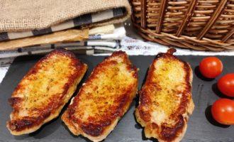 вкусный стейк из свинины на сковороде