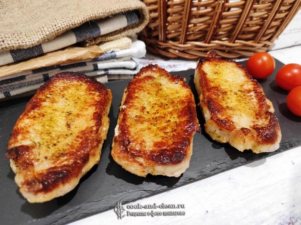как приготовить вкусный стейк из свинины на сковороде