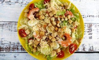 классический салат Цезарь с креветками пошагово