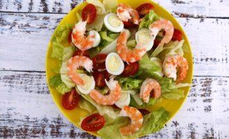 классический салат Цезарь с креветками рецепт с фото