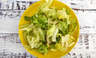 классический салат Цезарь с креветками рецепт
