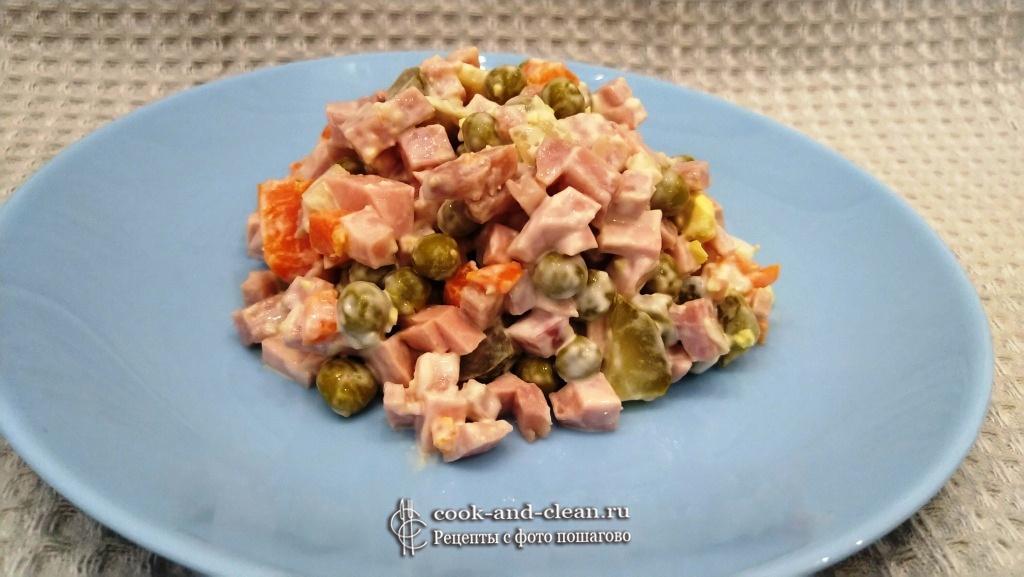 оливье классический с колбасой и солёными огурцами