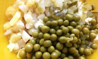 оливье с солёными огурцами пошагово с фото