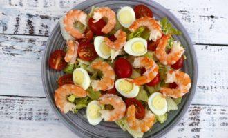 салат Цезарь классический с креветками рецепт с фото