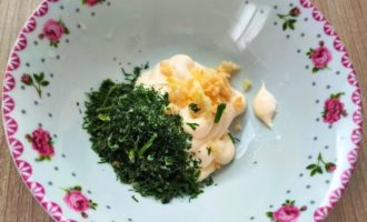 чесночный соус для салата с фото
