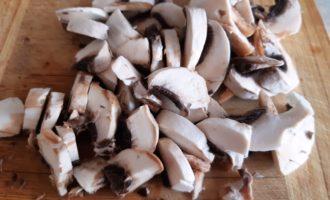 шампиньоны с луком на сковороде