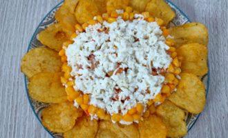 салат ромашка с чипсами пошаговый