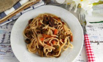 спагетти с грибами на сковороде
