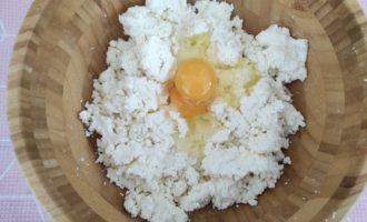 сырники из творога с изюмом на сковороде фото
