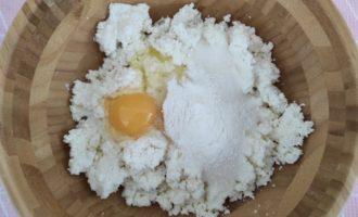 сырники из творога с изюмом на сковороде с фото