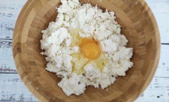 сырники с манкой и изюмом из творога фото
