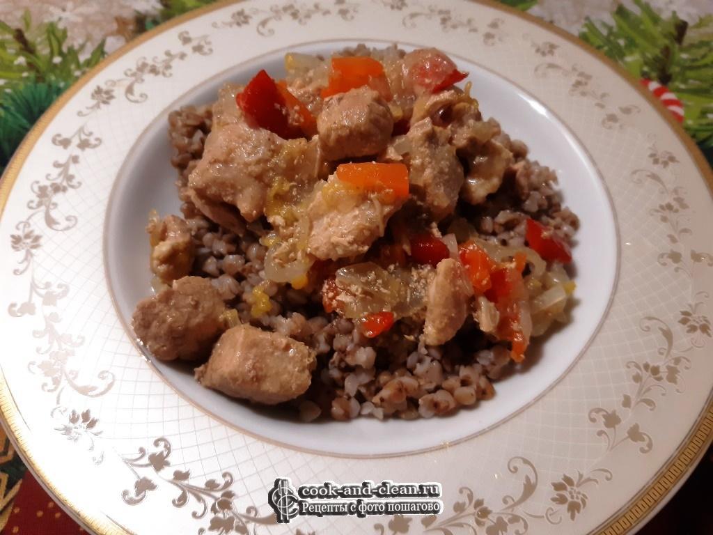 Мясо тушеное с морковью