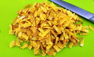 салат из яичных блинчиков с луком и ветчиной пошаговый рецепт